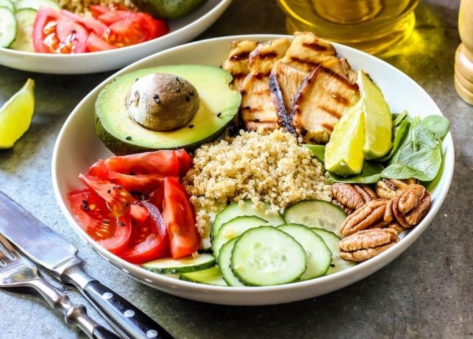image montrant une alimentation saine, avec plat sain et équilibré